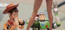 Woody e Buzz Lightyear si divertono un mondo