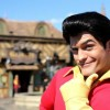 Gaston è costretto a fare una gara di flessioni al Disney World